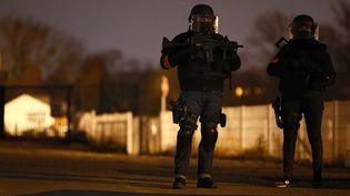 Des forces spéciales dans le quartier de la Meinau après l'assaut qui a permis de neutraliser Cherif Chekatt à Strasbourg, le 13 décembre 2018. (CHRISTIAN HARTMANN / REUTERS)