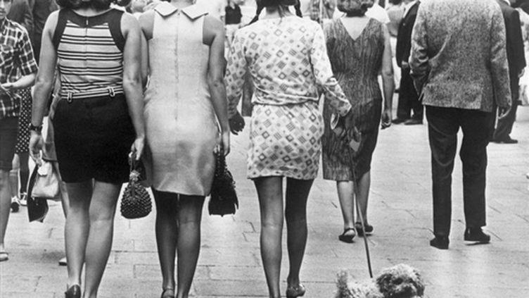 Les débuts de la mini-jupe, née à Londres, dans les années 60 (AFP)