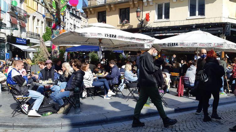 Les terrasses ont rouvert samedi 8 mai 2021 à Bruxelles (Belgique). (JEROME JADOT / RADIO FRANCE)