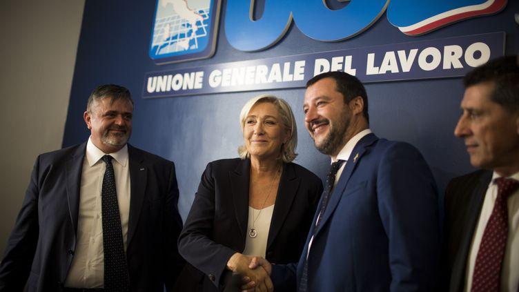 Marine Le Pen et Matteo Salvini lors d'une rencontre au quartier général du syndicat Unione Generale del Lavoro, à Rome (Italie), le 8 octobre 2018. (CHRISTIAN MINELLI / NURPHOTO / AFP)