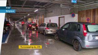 Un drive dans un hôpital belge pour dépister le coronavirus (FRANCEINFO)