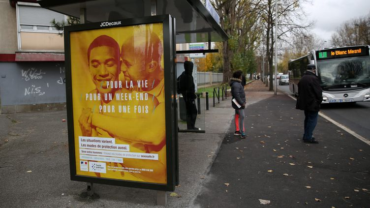 Une affiche de la campagne de prévention contre les infections sexuellement transmissibles à Aulnay-sous-Bois (Seine-Saint-Denis), le 22 novembre 2016. (MAXPPP)