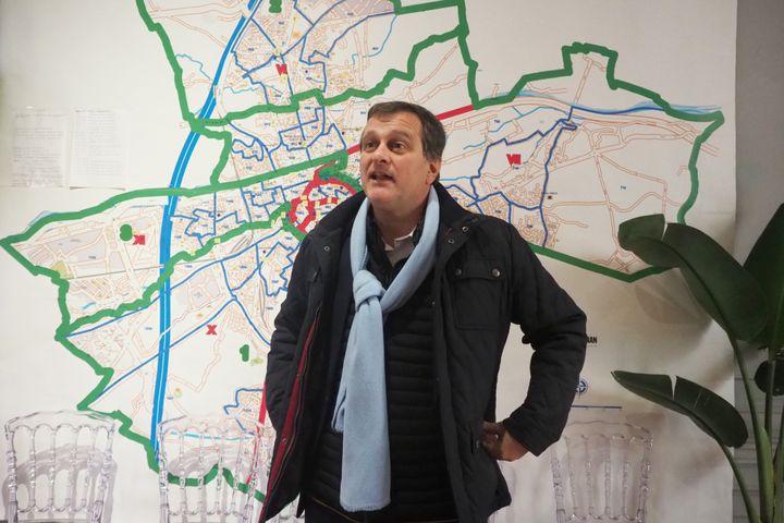 Louis Aliot dans son local de campagne à Perpignan (Pyrénées-Orientales), le 27 janvier 2020. (RAYMOND ROIG / AFP)