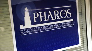 Une affiche de la plateforme Pharos. (VINCENT ISORE / MAXPPP)