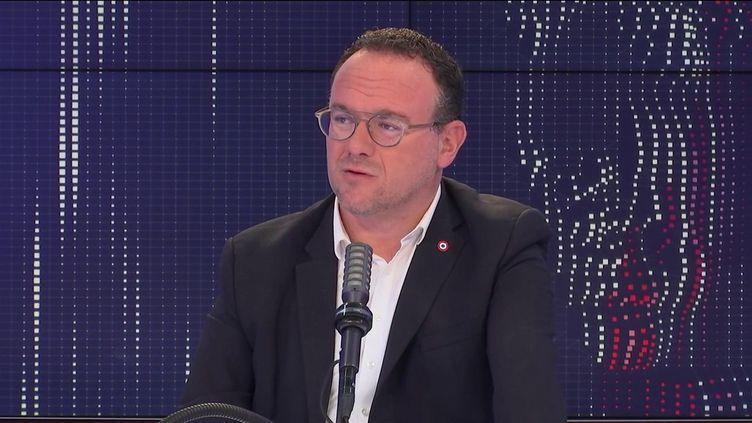 Damien Abad, président du groupe Les Républicains à l'Assemblée nationale, le 27 juillet 2021 sur franceinfo.  (FRANCEINFO / RADIO FRANCE)