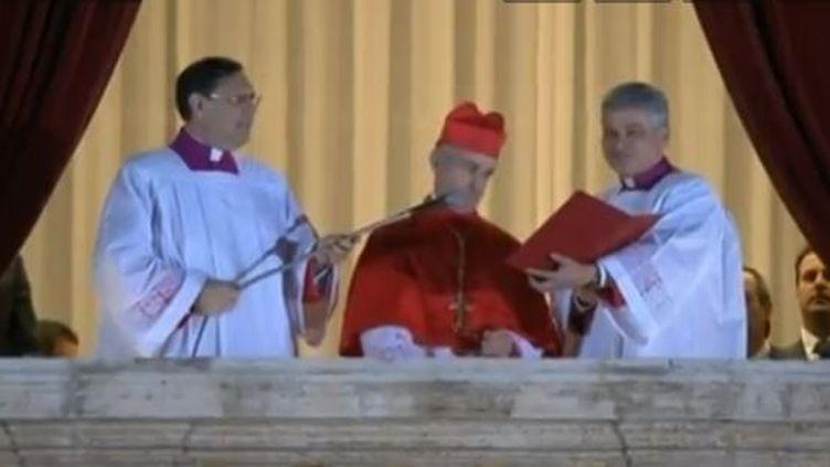"""Le protodiacre, le cardinal français Jean-Louis Tauran, annonce l'""""Habemus papam"""" (""""Nous avons un pape"""") et donne le nom du nouveau pape, l'Argentin Jorge Mario Bergoglio, 76 ans, qui prend le nom de François Ier. ( FRANCETV INFO)"""