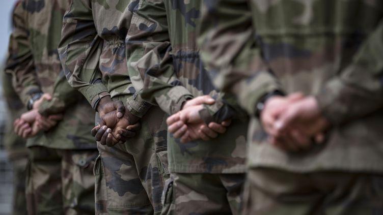 Des militaires de l'opération Sentinelle, le 25 juillet 2016 au fort de Vincennes (Paris). (IAN LANGSDON / AFP)