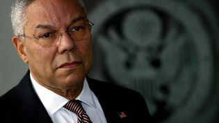 Colin Powell lors d'une interview devant le département d'Etat à Washington, le 8 février 2003 (illustration). (TIM SLOAN / AFP)