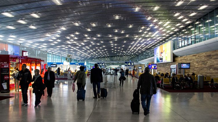 Un terminal de l'aéroport de Roissy (Val-d'Oise), le 3 novembre 2017. (MARTIN BERTRAND / AFP)