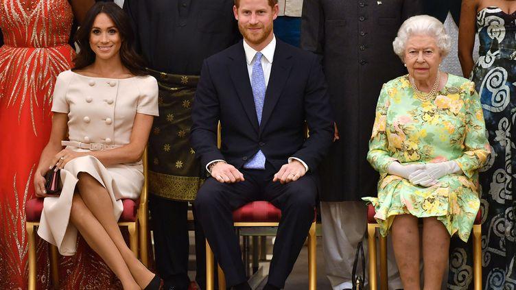 Meghan Markle, le prince Harry et la reine d'Angleterre Elizabeth II, à Londres, le 26 juin 2018. (JOHN STILLWELL / POOL)