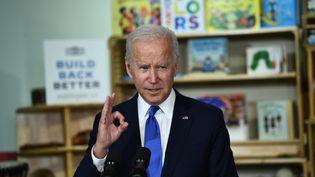 Joe Biden los d'une visite au Capitol Child Development Center à Hartford, dans le Connecticut (Etats-Unis), le 15 octobre 2021. (BRENDAN SMIALOWSKI / AFP)