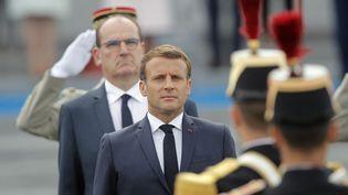 Le président Emmanuel Macron et le Premier ministre Jean Castex sur la place de la Concorde à Paris, le 14 juillet 2020. (Illustration) (CHRISTOPHE ENA / AP / AFP)