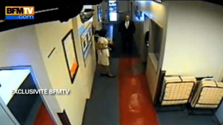 Capture d'écran de la vidéo diffusée par BFM TV où l'on voit Nafissatou Diallo raconter son agression présumée au Sofitel, à New York, le 14 mai 2011. (FTVi)