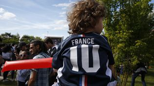 Avec la victoire des Bleus en Coupe du monde, certains jeunes parents n'hésitent pas à donner à leur nouveau-né lesprénoms desjoueurs de l'équipe de France. (GEOFFROY VAN DER HASSELT / AFP)