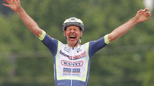 Taco van der Hoorn a remporté la troisième étape du Tour d'Italie lundi 10 mai 2021. (LUCA BETTINI / AFP)