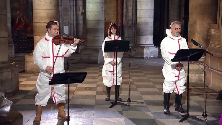 Renaud Capuçon, Judith Chemla et Philippe Torreton à Notre-Dame. (Capture d'écran JT 13 heures France 2)
