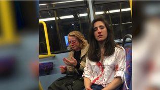L'Angleterre est sous le choc après la révélation d'une agression homophobe contre deux jeunes femmes, survenue dans un bus de Londres vendredi 7 juin. En direct de Londres (Royaume-Uni), Arnaud Comte revient sur les faits. (FRANCE 2)