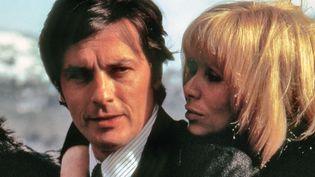 """Alain Delon et Mireille Darc dans """"Les Seins de glace"""" en 1974.  (LIRA FILMS / PHOTO12.COM - COLLECTION CINEMA / PHOTO12)"""