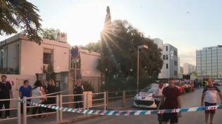 Une agression a eu lieu dans une école à Marseille (Bouches-du-Rhône), vendredi 6 septembre au matin. Un adolescent de 17 ans s'en est pris à deux femmes qui s'occupaient du ménage et de la cantine avant l'arrivée des enfants. L'une d'entre elles a été frappée à l'arme blanche. (CAPTURE ECRAN FRANCE 2)