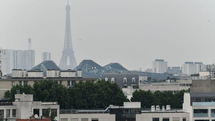 Un épisode de pollution à Paris, le 23 mai 2018. (JULIEN MATTIA / NURPHOTO / AFP)