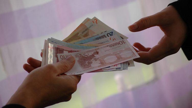 (L'objectif de limiter à 1000 euros le paiement en espèce : limiter les actions de fraude et le blanchiment. © MAXPPP)