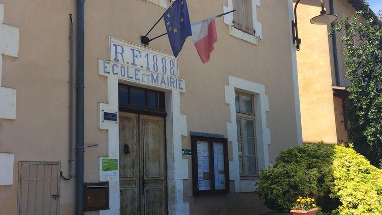 La mairie de Saint-Martin-de-Boubaux (Julie Pacaud)