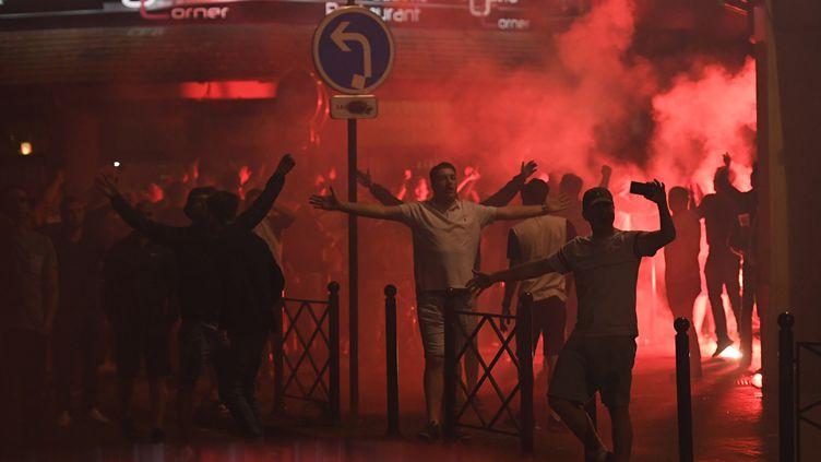 (Des supporters anglais dans les rues de Lille le 15 juin 2016 © MAXPPP)