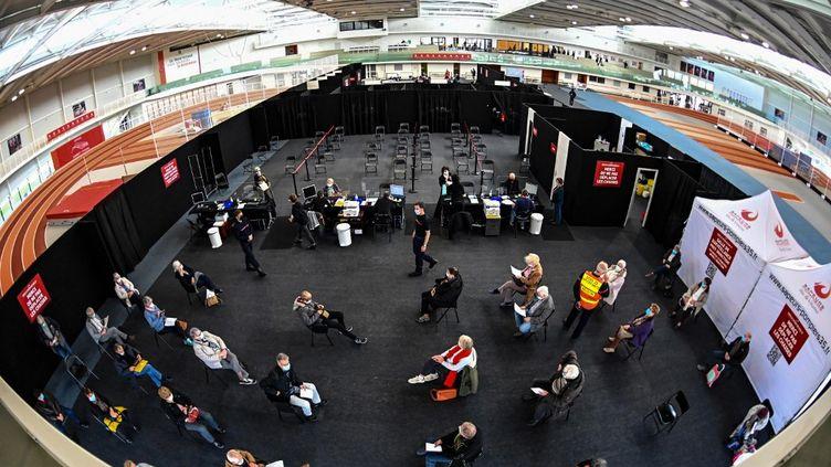 Le centre de vaccination deRennes, au stade Robert Poirier, le 7 avril 2021. (DAMIEN MEYER / AFP)