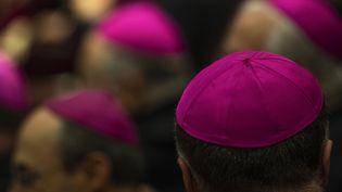 Le Vatican a annoncé le renvoi en justice de deux prêtres italiens pour des abus sexuels présumés. (TIZIANA FABI / AFP)