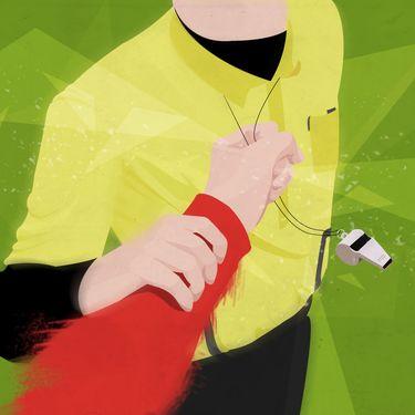 Foot, basket, rugby... Les violences contre les arbitres n'épargnent aucune discipline. (PASCALE BOUDEVILLE / FRANCETV INFO)