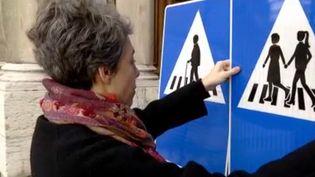 La ville de Genève, en Suisse, a décidé de remplacer la moitié de ses panneaux de signalisation par des panneaux représentants des femmes. (FRANCE 3)