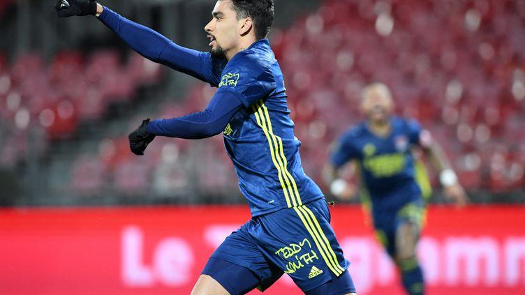 Lucas Paqueta (Lyon) ouvre le score à Brest (Fred TANNEAU / AFP) (FRED TANNEAU / AFP)