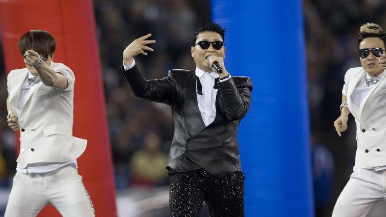 Le chanteur sud-coréen Psy se produit à Toronto (Canada), le 17 décembre 2012. (JACK BOLAND / TORONTO SUN / AFP )