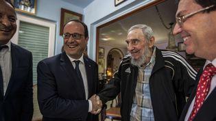 François Hollande rencontre Fidel Castro, le 11 mai 2015 à La Havane (Cuba). (ALEX CASTRO / AP / SIPA)