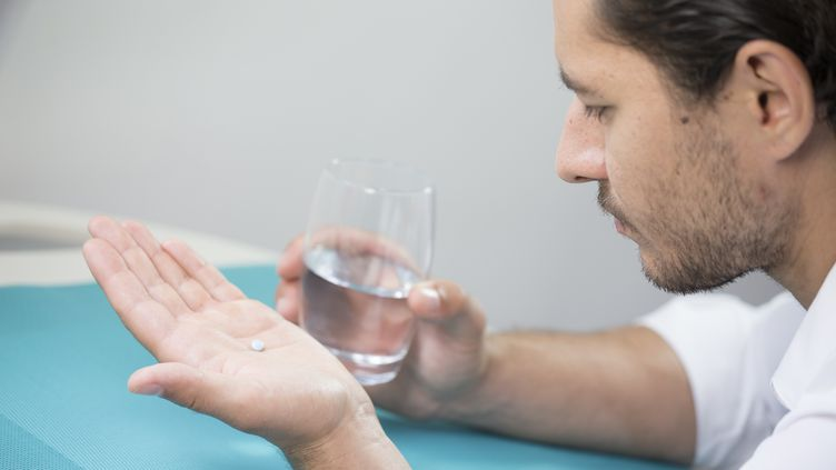 Unepilule contraceptive masculine a été testée aux Etats-Unis. (COLLANGES / BSIP / AFP)