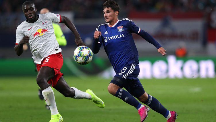 Upamecano face à Aouar en Ligue des champions (RONNY HARTMANN / AFP)