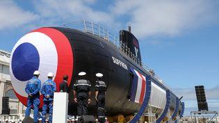 """Le """"Suffren"""", premier sous-marin d'attaque de la classe Barracuda, a été lancé par Emmanuel Macron le 12 juillet 2019 à Cherbourg (Manche). (LUDOVIC MARIN / AFP)"""