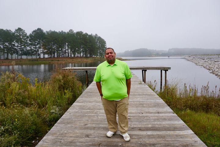 Au plus fort de l'épidémie, le lac Pushmataha est devenu un lieu d'apaisement pour Jeremy Bell. (MARIE-VIOLETTE BERNARD / FRANCEINFO)