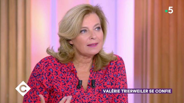 """Valérie Trierweiler sur le plateau de """"C à Vous"""", sur France 5, le 20 septembre 2019. (FRANCE 5)"""