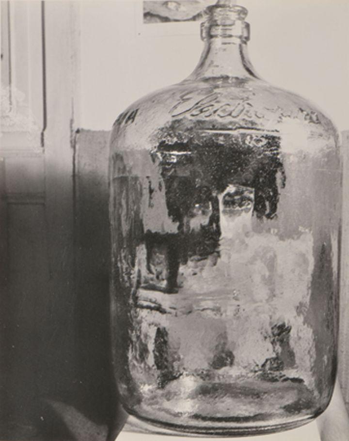 Kati Horna, El Botellon, série Paraisos artificiales (Paradis artificiels),Mexico,1962, Collection Museo Amparo  (2005 Ana María Norah Horna y Fernández)
