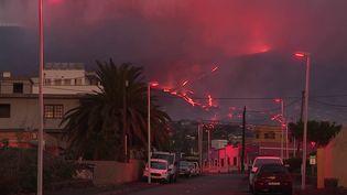 L'éruption du volcan de l'île de La Palma aux Canaries se poursuit, poussant des centaines d'habitants à délaisser les zones menacées. (CAPTURE ECRAN FRANCE 2)