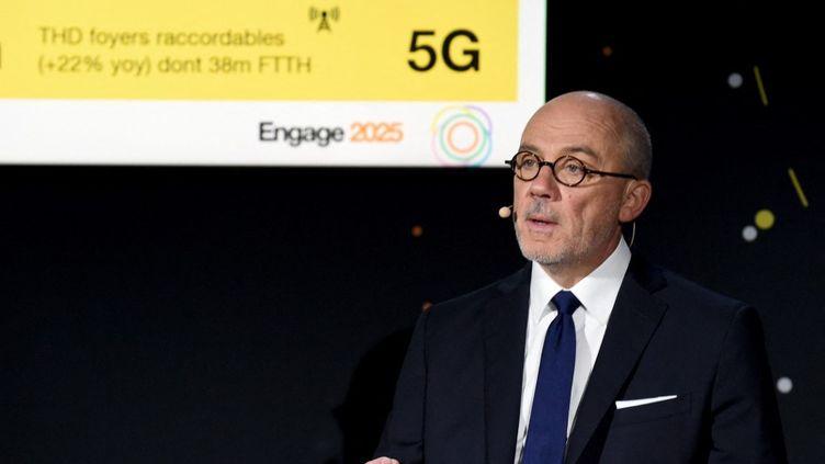 Stéphane Richard, le patron d'Orange, présente les résultats annuels du groupe qu'il dirige, à Paris, le 13 février 2020. (ERIC PIERMONT / AFP)