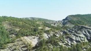 Les équipes de France Télévisions vous emmènent sur les sentiers des terres noires dans les Alpes du Sud, véritables terrains de jeu des adeptes du VTT. (FRANCE 2)