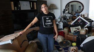 Maria Ray est expulsée de son logement, à Miami, en Floride, tout comme l'ensemble des résidents de son immeuble. Elle dit ne pas avoir les moyens de se reloger aileurs. (JOE RAEDLE / GETTY IMAGES NORTH AMERICA VIA AFP)