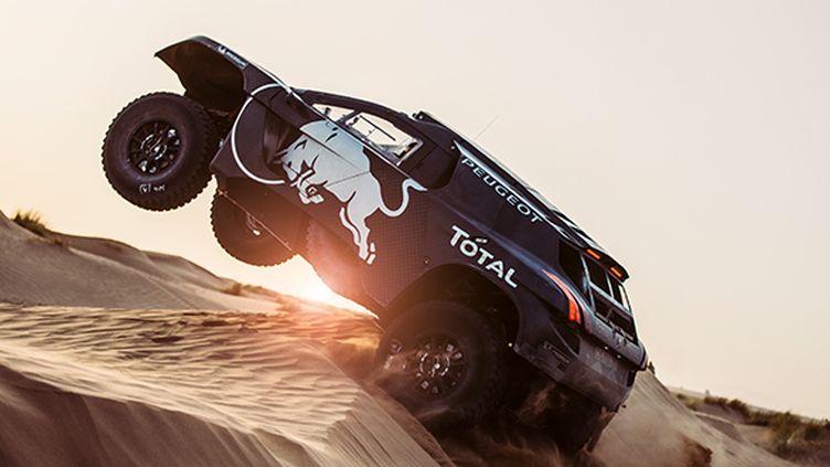 La nouvelle Peugeot 2008 DKR16 en essais dans les dunes