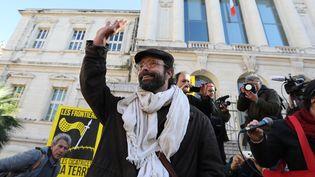 L'agriculteur et militant Cédric Herrou devant le tribunal de grande instance de Nice le 4 janvier 2017. (VALERY HACHE / AFP)