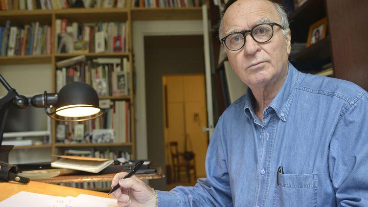 Le dessinateur de presse George Wolinski, chez lui, en 2014.  (Ulf Andersen / Aurimages / AFP)
