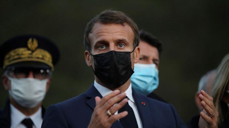 Emmanuel Macron à Breil-sur-Roya, le 7 octobre 2020. (DANIEL COLE / POOL / AFP)