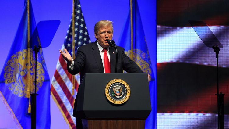 Donald Trump, samedi 27 octobre à Indianapolis, a réagi à l'attaque d'une synagogue de Pittsburgh. (JUSTIN CASTERLINE / EPA)
