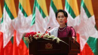 Aung San Suu Kyi prononce un discours à Naypyidaw, en Birmanie, le 19 septembre 2017. (YE AUNG THU / AFP)